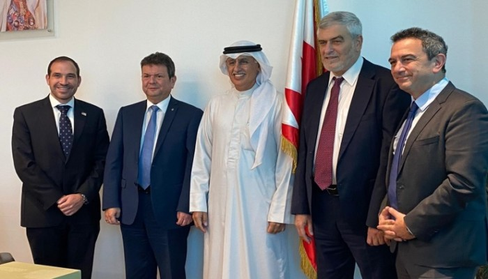 وزير الصناعة البحريني يستقبل وفد رجال أعمال إسرائيليا