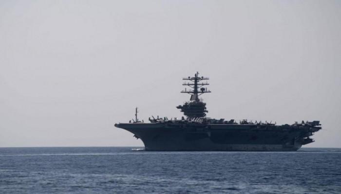 وسط أجواء متوترة.. حاملة طائرات أمريكية تصل الخليج