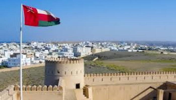 بشرى للعمالة الوافدة.. سلطنة عمان تعتزم تخفيف قيود الكفالة