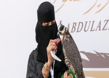 عذاري الخالدي.. أول سعودية تشارك في مهرجان الصقور
