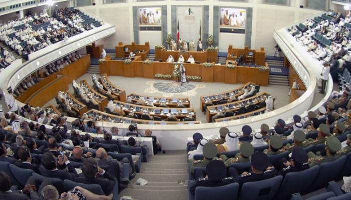 نواب الكويت للحكومة.. صعود المنصة أو الاستقالة
