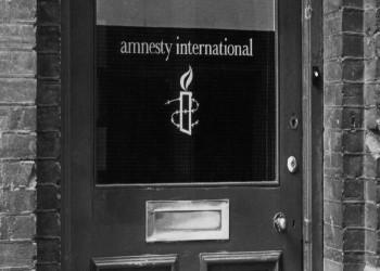 العفو الدولية تشيد بقرار بايدن تعليق السلاح للسعودية والإمارات