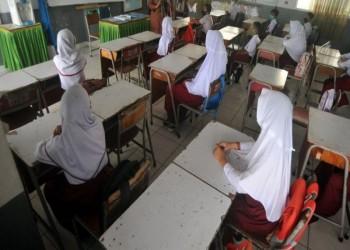 بعد واقعة الطالبة المسيحية.. إندونيسيا تحظر فرض الحجاب في المدارس