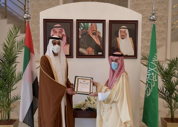 السعودية تكرم شخبوط بن نهيان بوشاح الملك.. والأخير يعلق