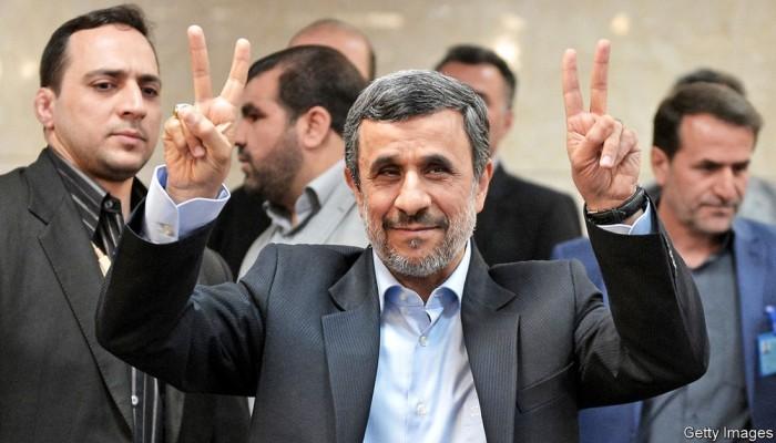 شعبيته تؤهله والعقبة رجال الدين.. هل يعود أحمدي نجاد لحكم إيران؟