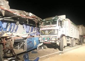 مصر.. مصرع 9 بعد اصطدام حافلة بشاحنة في السويس