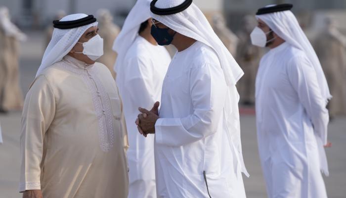 ملك البحرين يلتقي محمد بن زايد ومسؤولين إماراتيين في أبوظبي