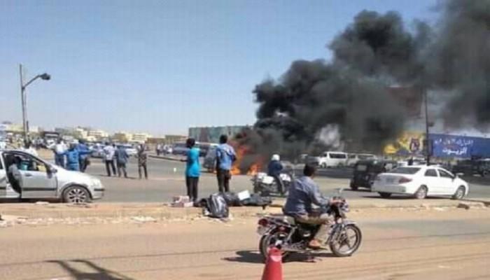 طالبت باستعادة حلايب.. مظاهرة احتجاجية ضد زيارة السيسي إلى الخرطوم
