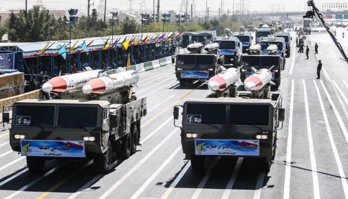 إيران تزيح الستار عن منظومات صاروخية بعيدة المدى