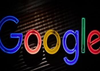 أسوة بأبل.. جوجل تطالب مطوري التطبيقات بكشف بيانات المستخدمين