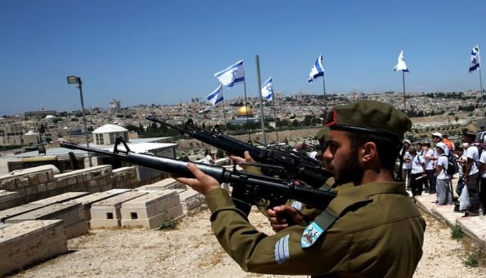 تقرير: عمال بميناء إيطالي يرفضون تحميل شحنة أسلحة ومتفجرات ذاهبة لإسرائيل