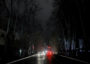 أزمة كهرباء.. إيران تبدأ قطع التيار بالتناوب واستياء شعبي وسياسي