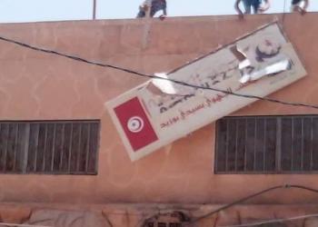 احتجاجات في تونس.. والنهضة تتهم عصابات إجرامية بالاعتداء على مقراتها (فيديو)