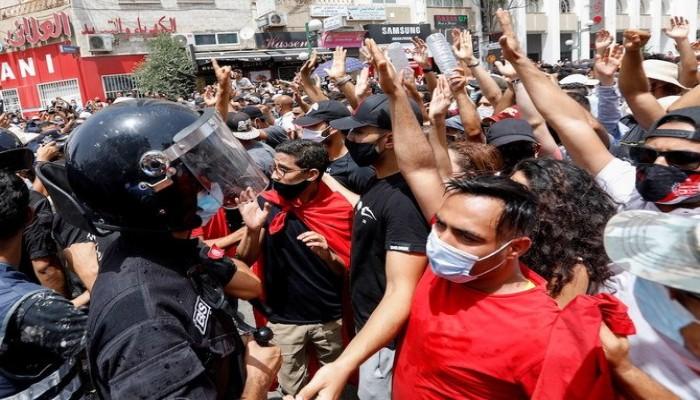 فايننشال تايمز: حل مشاكل تونس بالحوار وليس الاستبداد