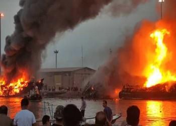 حريق كبير يلتهم 5 قوارب تجارية في ميناء جنوب إيران