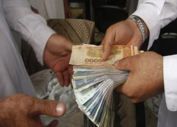 البنك المركزي الأفغاني يضع حدا للسحب من البنوك 200 دولار أسبوعيا