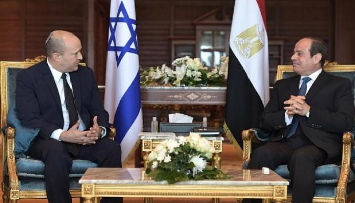 إعلام عبري: بينيت طالب السيسي بكبح جماح حماس ووقف تعاظم قوتها